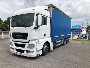 MAN TGX 24.440 flatbed camión toldo
