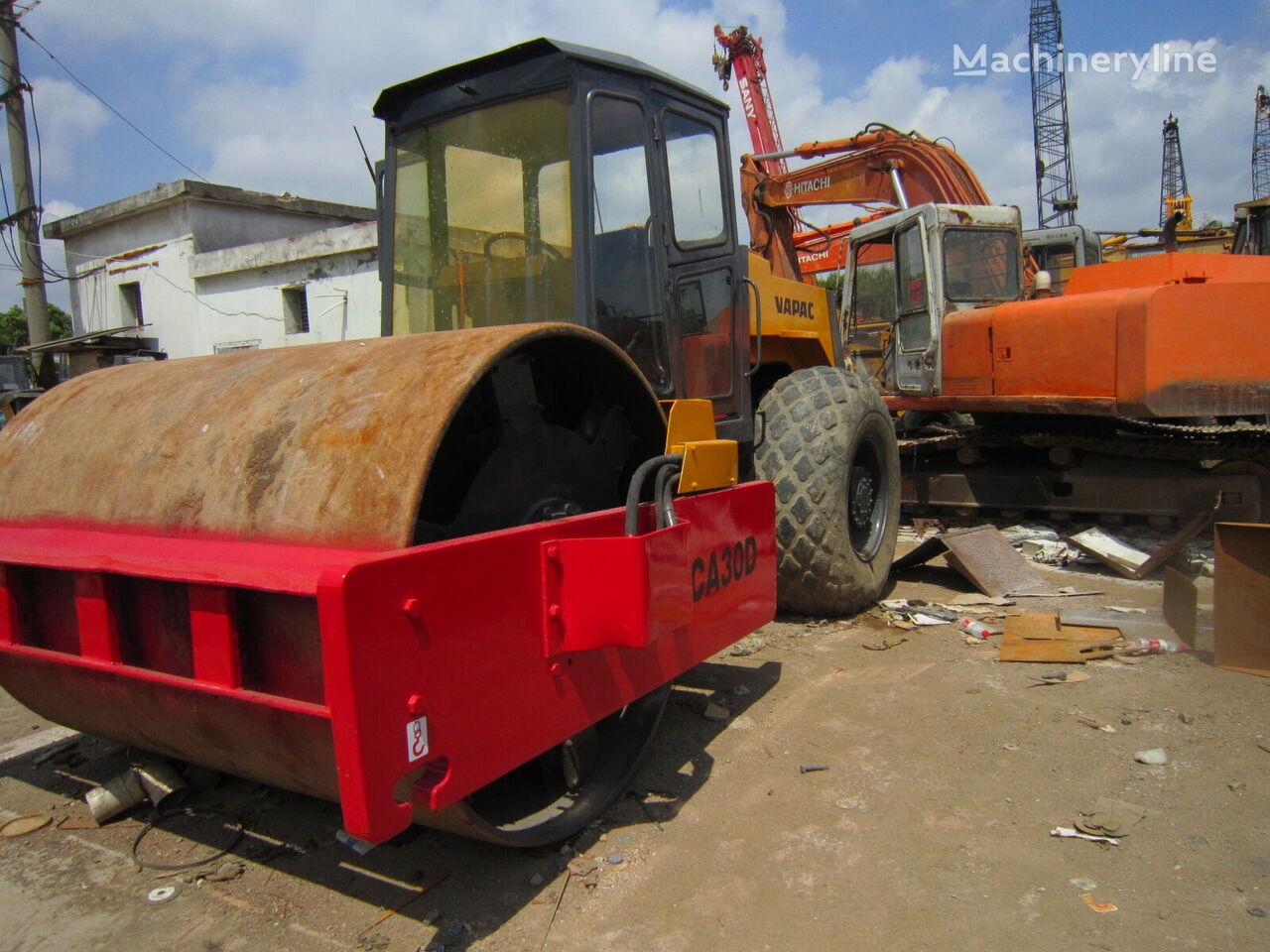compactador de tierra DYNAPAC CA30D