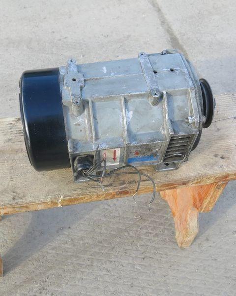 Generator holodilnoy ustanovki Karier.Carrier Karier. Carrier alternador para Carrier semirremolque
