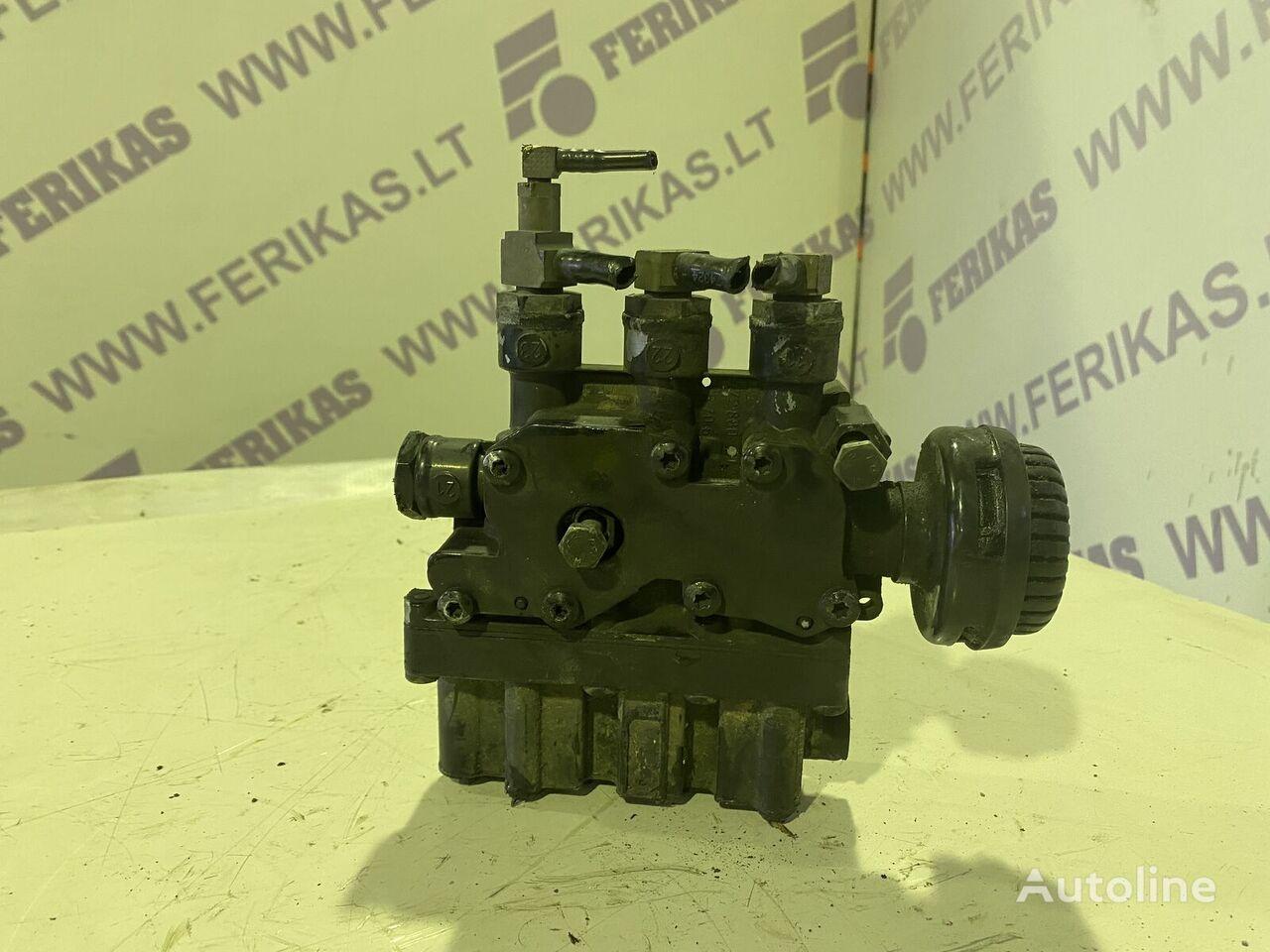 MAN (4728800300) grúa neumática para MAN tractora