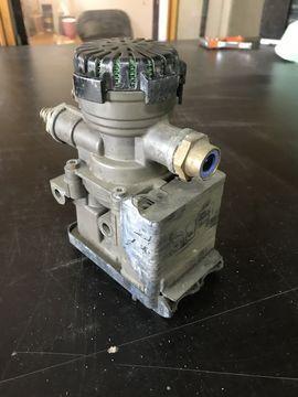 KNORR-BREMSE (21114974) modulador EBS para VOLVO FH FM  tractora